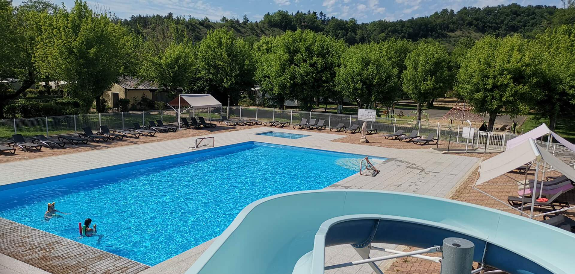 Swimming pool of the campsite in Périgord
